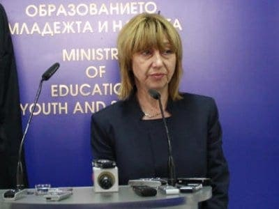 Minister of Bulgarian education Klisarova inaugurates summer teacher academy in Burgas